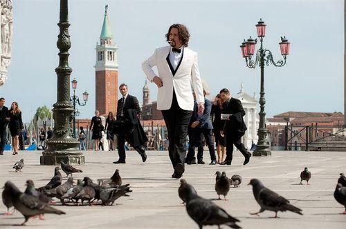 The Tourist - Frank Tupelo & les pigeons / Johnny Depp & le public