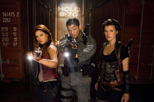Resident Evil Afterlife - Claire, Chris Redfield & Alice / Ali Larter, Wentworth Miller & Milla Jovovich