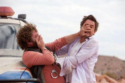 Date Limite - Ethan Tremblay et Peter Highman / Zach Galifianakis et Robert Downey Jr.