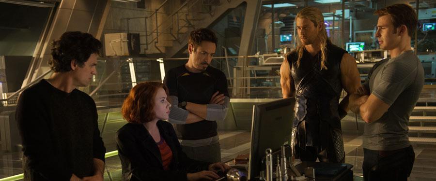 Avengers Age of Ultron - Bruce Banner, Black Widow, Tony Stark, Thor & Captain America / Mark Ruffalo, Scarlett Johansson, Robert Downey Jr., Chris Hemsworth & Chris Evans